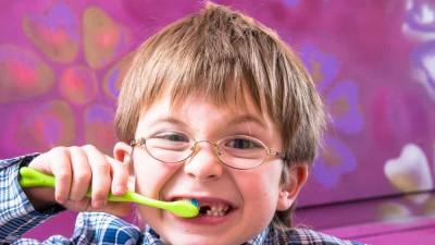 Por qué es necesario empastar un diente de leche