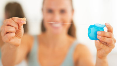 ¿Sabes cómo usar el hilo dental de forma correcta? Te lo explicamos